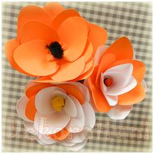 Photo: Flori orange din hârtie colorată Preţ 3 lei/buc. pentru mai mult de 10 buc. sau 4 lei/buc. pentru fiecare Fiecare floare este unicat Nu mai sunt în stoc