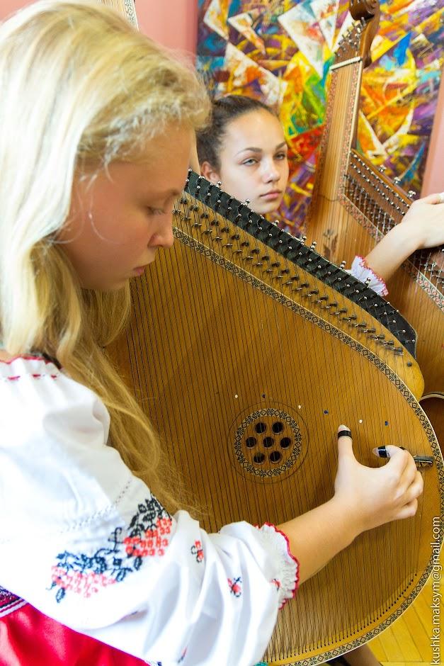 Персональна виставка Мар'яни Сілагіної: українська етніка, загадковість символів, яскраві кольори