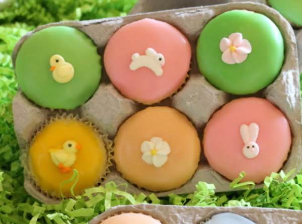 The Cutest Little Easter Egg Cup Cakes