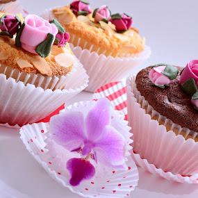 Flowery sweetness by Alina Dinu - Food & Drink Candy & Dessert ( cake, sweet, color, food, food photography, flowers, sugar, dessert,  )