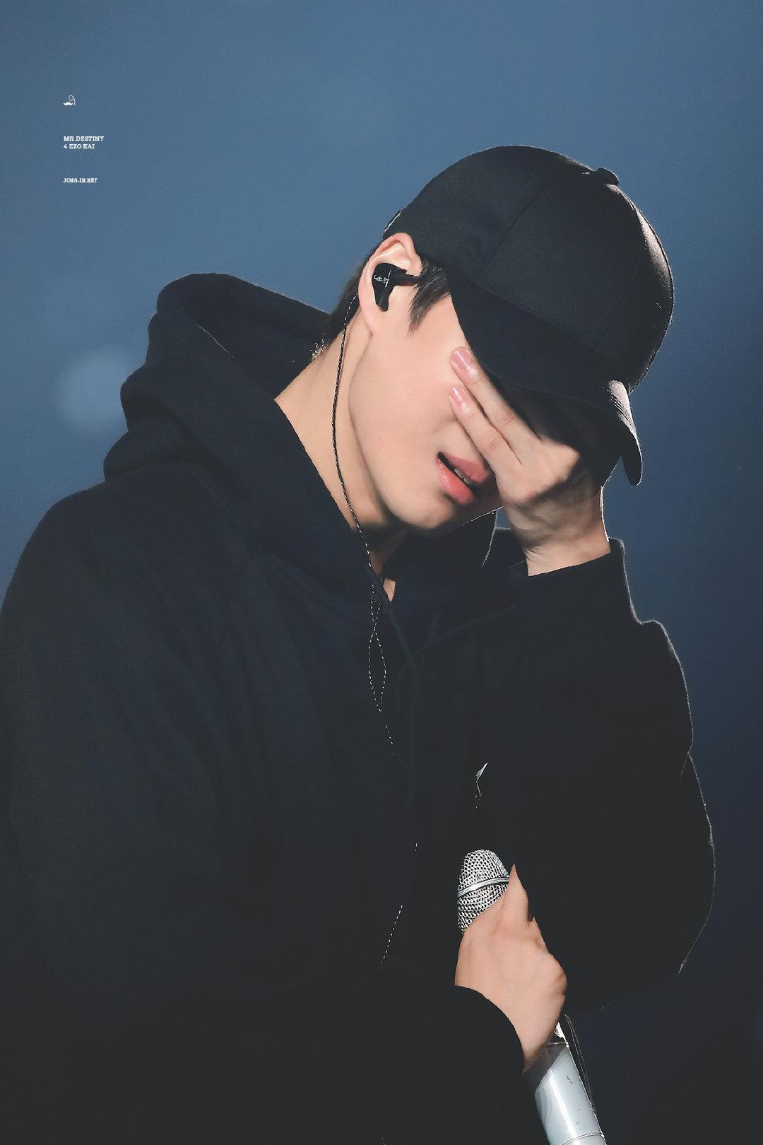 exo kai cry