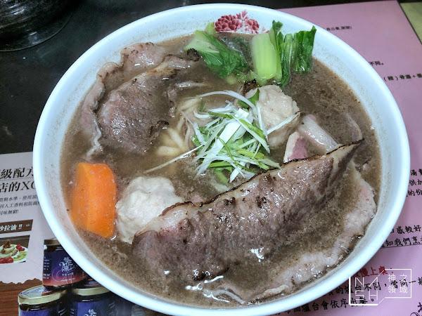 台南中西區美食推薦|桃花源牛肉麵館 在地人吃的!與眾不同牛肉麵湯頭
