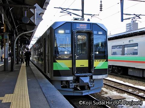 JR北海道 H100形 小樽にて_01