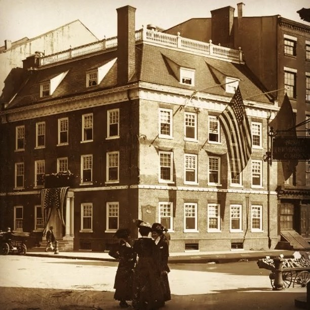 Fraunces Tavern circa 1909. Photo: Stereoscopichistory.