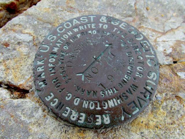 Reference marker at the summit