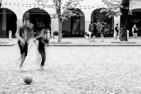 In piazza. di Alessi Natascia