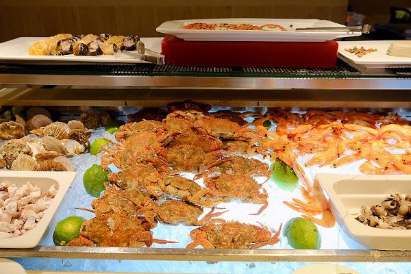 漢來海港自助餐廳台中店!台中自助餐吃到飽推薦!甜點、海鮮和湯品都有呷意值得再訪!