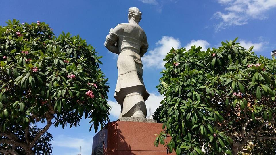 Tượng đài ông Nguyễn Hữu Huân ở ngả ba sông Tiền Giang