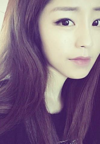 pink-lace-dahyun