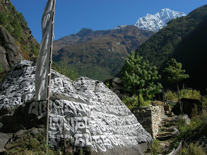 Photo: A scenic landscape between Phakding and Namche. Thamserku (6608m) towers above the deep gorge.