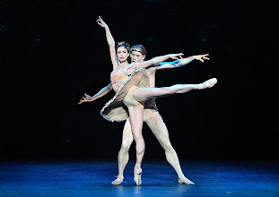 Photo: WIENER STAATSBALLETT in der Wiener Volksoper: EIN SOMMERNACHTSTRAUM in der Choreographie von Jorma Elo.  Irina Tsymbal, Kirill Kourlaev. Foto: Barbara Zeininger