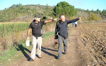 Photo: 400 Dönümlük Üçdere Çiftliği. Çile Üçdere Mevkii'ndeki kapalı patikanın açılıp işaretlenmesi. EFES-MİMAS (İYON) YOLU 2. Etabı - 29.11.1015
