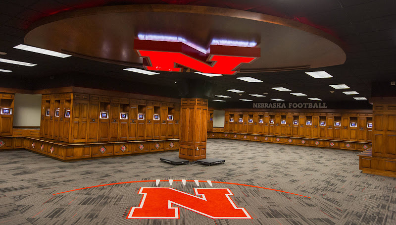 Top 10 College Locker Rooms Lrt Sports College Athletic News And Exclusive Coach Ratings