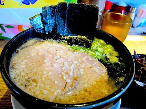 八峰亭日式拉麵:台南最難吃到的日本拉麵排隊店,一位難求,每日超限量|成功吃麵的排隊攻略全收錄|