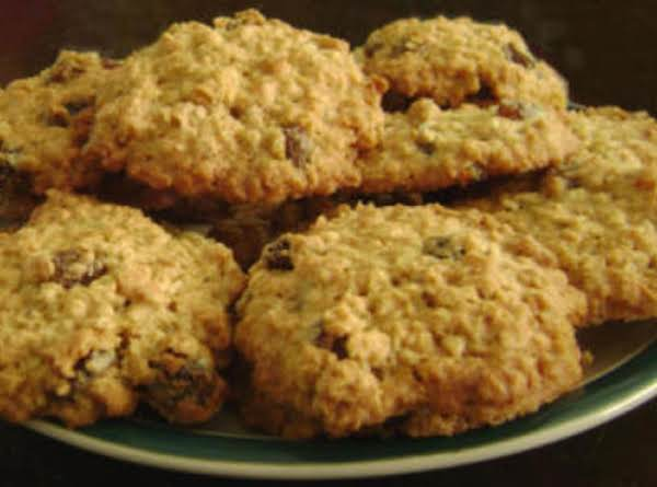Mom's Favorite Oatmeal Cookies Recipe