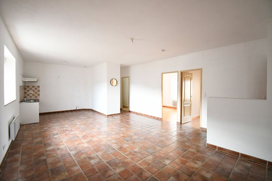 Location  appartement 3 pièces 68 m² à Moux-en-Morvan (58230), 400 €