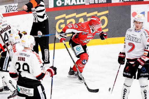 <p>Jesse Paukku öppnade målkranarna för säsongen och Sport är i sin poängmässigt bästa form hittills. </p>