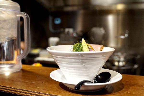 新崛江玉竹商圈【一本拉麵本店】---隱身小巷弄的鮮美雞白湯VS低溫豬叉燒 |沐蝶※痴 拉麵