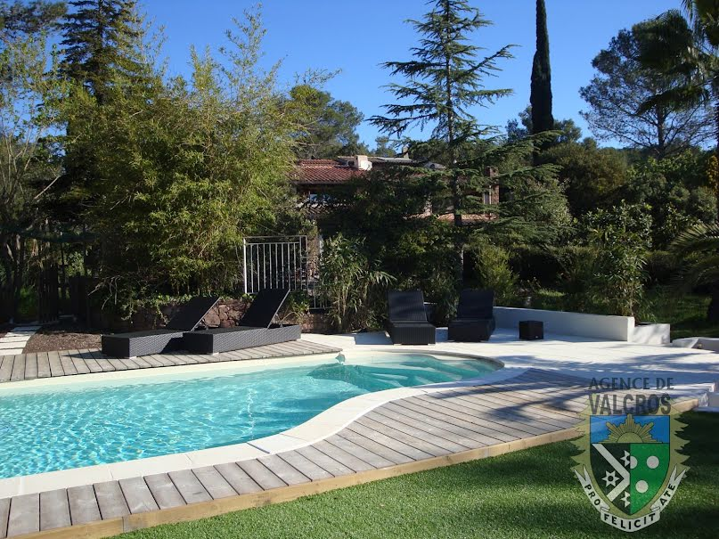 Vente propriété 12 pièces 430 m² à La Crau (83260), 1 380 000 €
