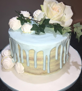 Blue and white naked drip cake