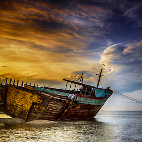 The dark pirates boat by Sam Moshavi - Transportation Boats ( boats )