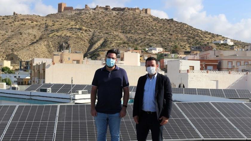 Paneles fotovoltaicos instalados en el colegio de Tabernas.