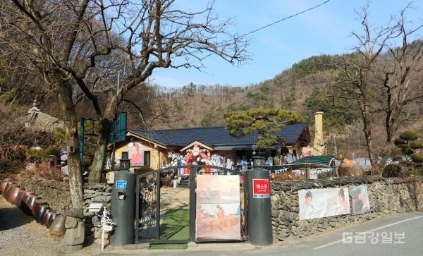 song joong ki father house 3