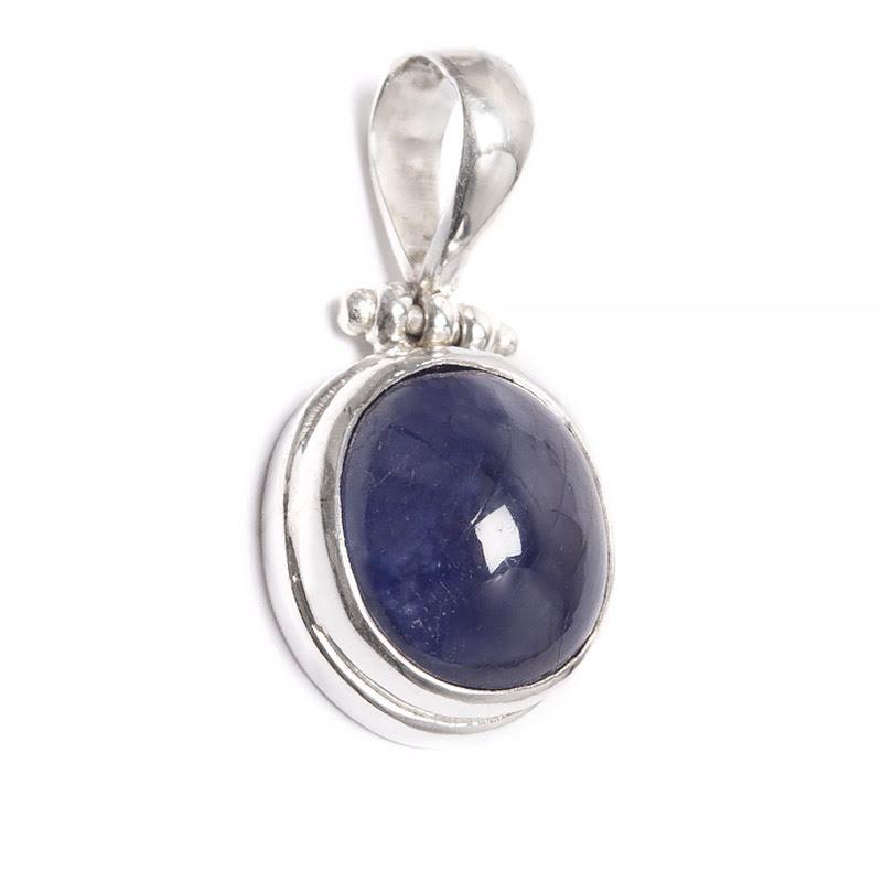 Safir ovalt hänge med slät silverinfattning
