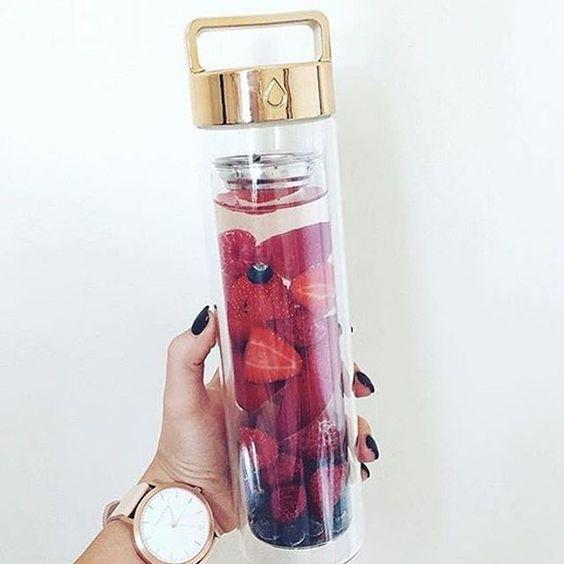 Raspberry, Strawberry & Blueberry  via @kristinatsep // Rose Gold DROP bottle: www.dropbottle.co