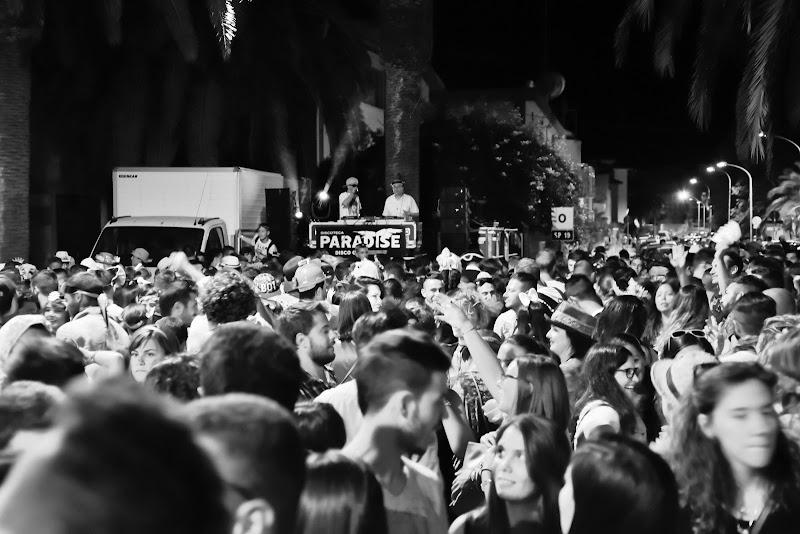 E' qui la festa? di Ilaria Bertini