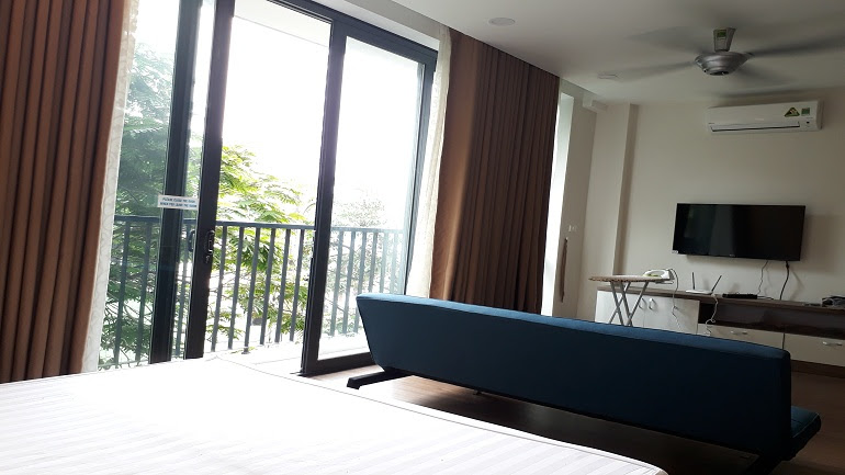 Very nice studio apartment with balcony in Giang Vo street, Dong Da district for rent