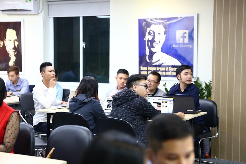 Hình ảnh bế giảng khoá học Facebook Marketing K25