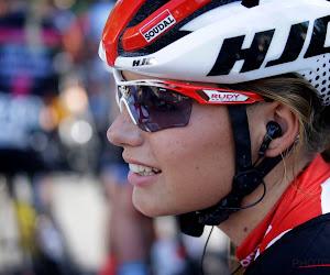📷 Puck Moonen toont haar skills op nieuwe fiets