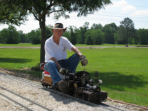 Photo: Doug Blodgett on his 1.5 inch scale, 4.75 inch gauge Shay.  HALS SWLS meet 2009