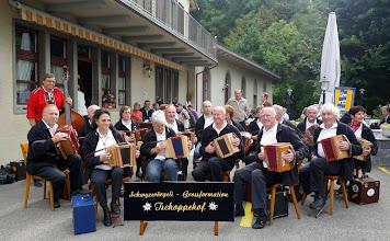 Photo: Unsere Vorträge vor dem Alpabzug beim Restaurant Löwen zur Unterhaltung der wartenden Zuschauer