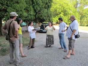 Photo: Na obisku na gradu Borl je bila Meriem Bouamrane, programme specialist, Division of Ecological and Earth Sciences, Man and Biosphere (MAB) programme, UNESCO. Poleg nje še drugi predstavniki Unesca, DOPPSa, Parka Škocjanske jame. Tajnica Sonja Golc je visoki predstavnici Unesca in drugim predstavila Društvo za oživitev gradu Borl, projekte in aktivnosti, ki jih izvajamo ter stanje, v katerem je Borl.