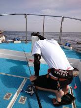 Photo: 「バラした!」・・・海に身を投げようか、切腹しようか悩んでるみたいですが。