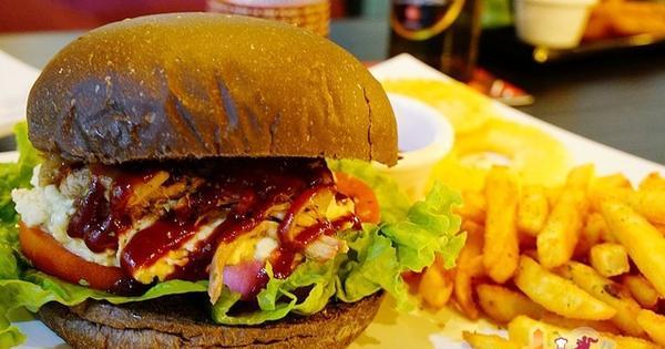 巷弄裡老屋改建幽靜美式餐廳 自製大size手工漢堡 Levre Burger 樂浮漢堡