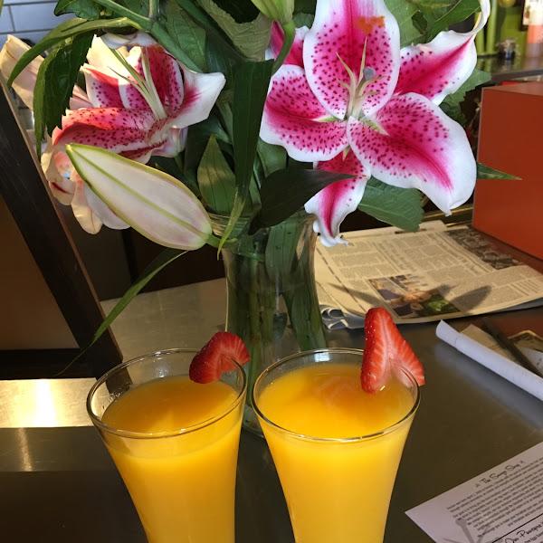Generous pour of OJ mimosas! 😋