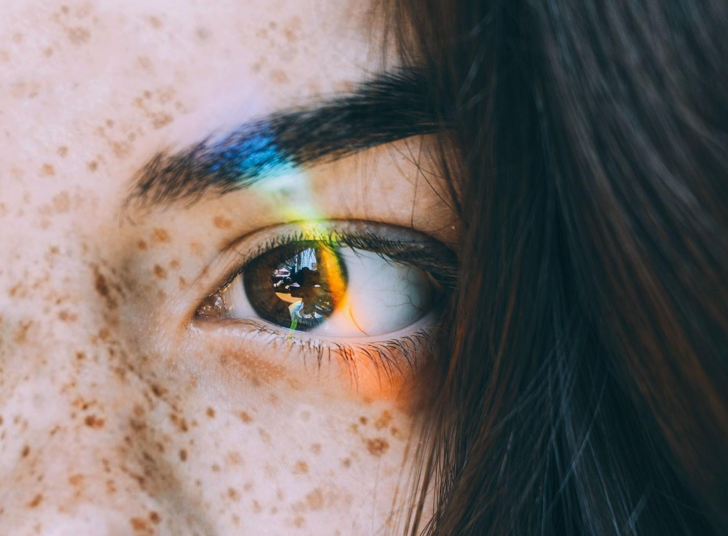 Nam giới khi mắt trái giật có điềm gì?