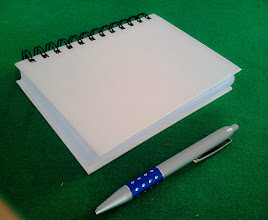 Photo: Mini Agenda ou caderno de anotações (foto comparativa dela com uma caneta ao lado)