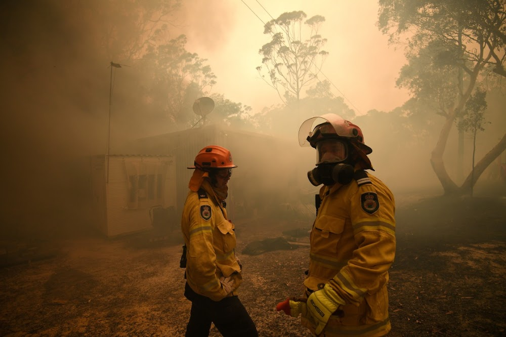 Eight bushfires merge near Sydney, which cannot be contained
