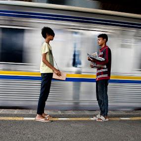 Newsletter Seller by Basuki Mangkusudharma - People Street & Candids ( newsletter, candid, seller )