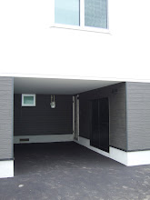 Photo: 左側3件は1階が車庫になってます。
