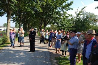 Photo: Toeschouwers bij de opening van het historische oogstfeest.