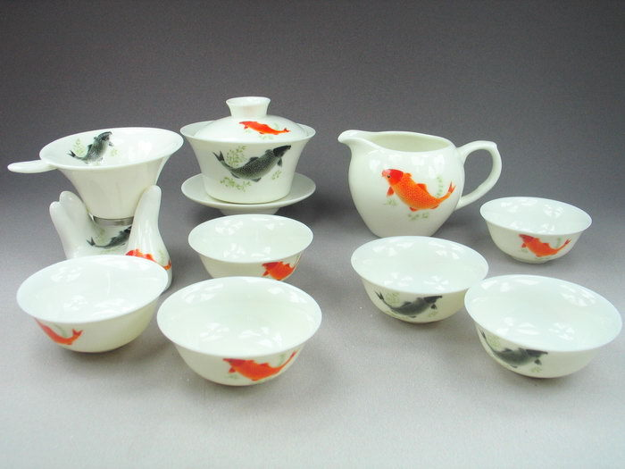 Photo: Not my photo but it shows off my whole fishy gaiwan set. Not sure when I got that from either.