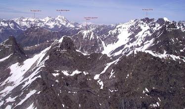Photo: Vision aérienne annotée des faces sud des pic de Cumiadére et de Létious.