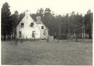 Photo: 1944 Ruïne van de voormalige boswachterswoning Vloeiweide aan de Rith, overvallen en verwoest op 4 oktober 1944