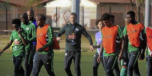 Coach Stuart Baxter and players. Picture: SYDNEY MAHLANGU/BACKPAGE PIX