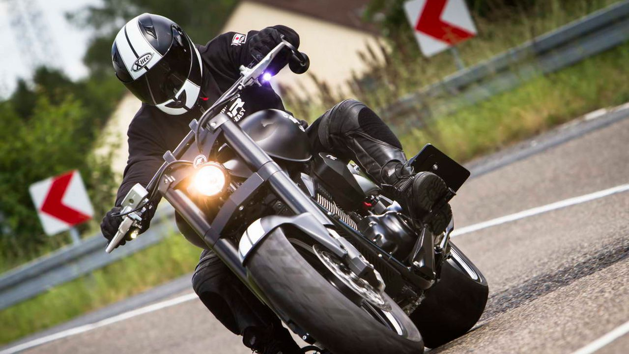 Suzuki Intruder M1800R Boulevard M109R by EASY